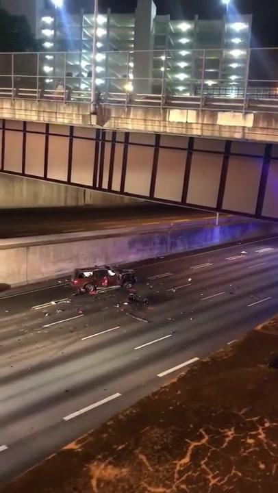 Và đây là vụ tai nạn xe kinh hoàng của Dodge Challenger với 2 xe khác